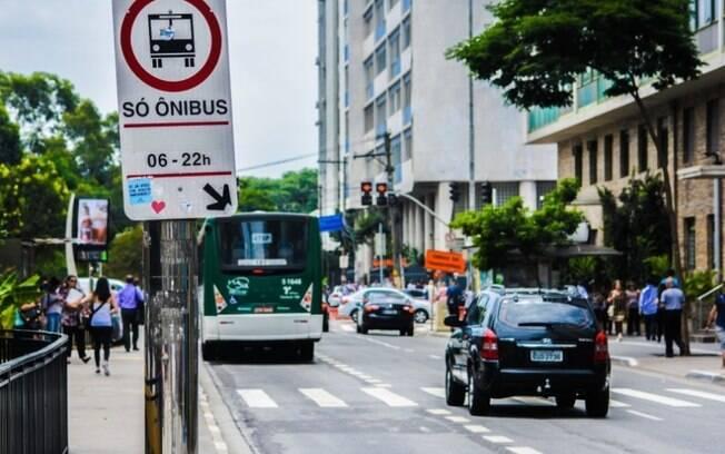 Faixa exclusive ônibus SP
