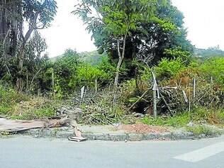 Absurdo. Ruas do bairro Colonial que são consideradas área de preservação ambiental viram bota-fora