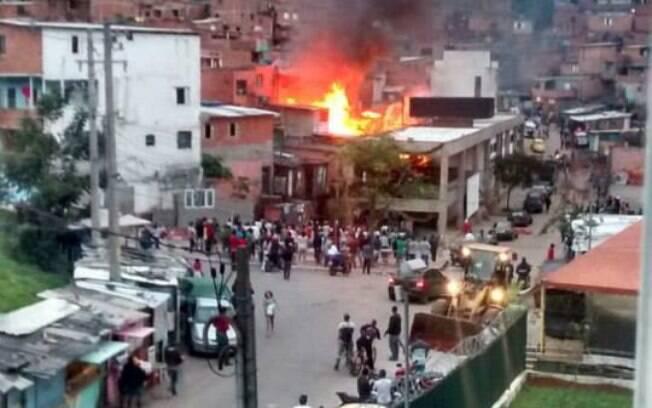 Fogo atingiu duas casas da Rua Doutor Jerônimo de Campos Freire, na favela de Paraisópolis