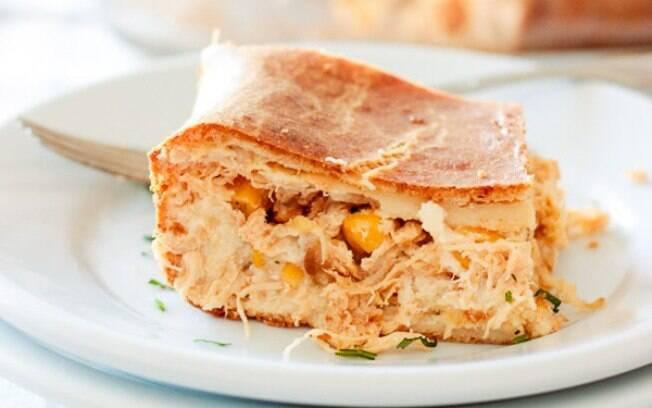 Torta de frango de liquidificador também pode ser feita com as sobras do almoço ou do jantar