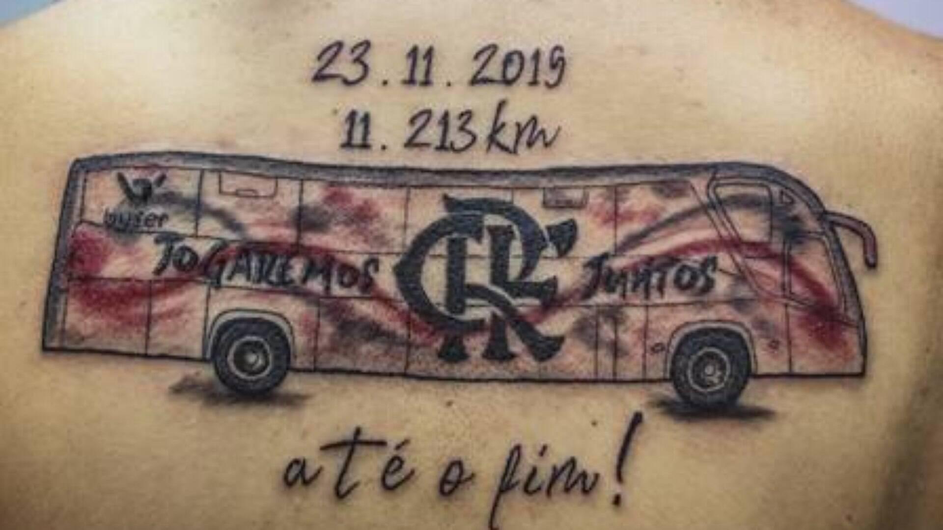 Torcedora Do Flamengo Tatua ônibus Que A Levou Para O Peru