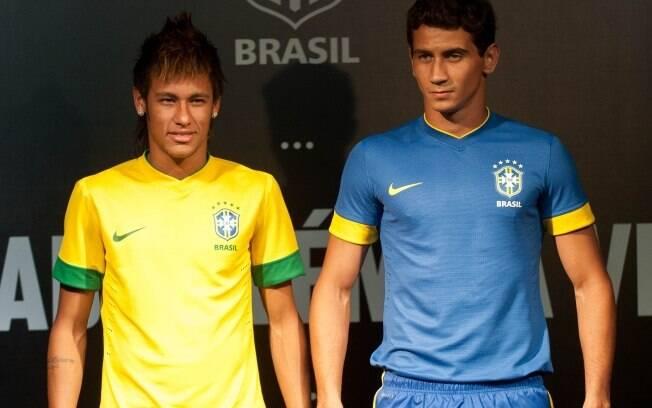 a05a347547 Neymar e Ganso foram os modelos para o lançamento do uniforme da seleção  brasileira para 2012 ...