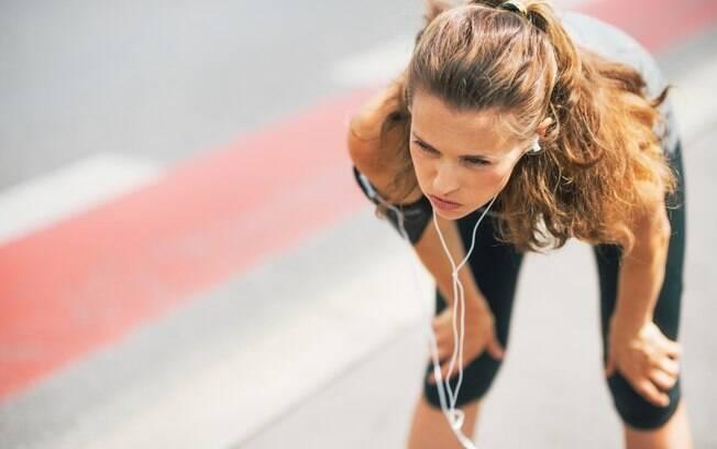 Praticar exercícios enquanto faz o jejum intermitente ainda é objeto de estudos por poder gerar mal-estar