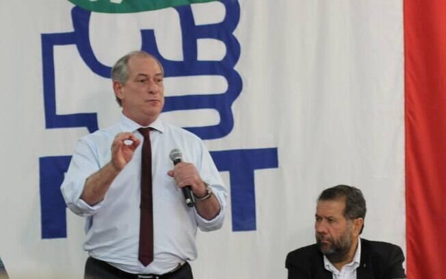 Ciro Gomes disse no Jornal Nacional que Carlos Lupi (dir.) terá cargo em seu eventual governo
