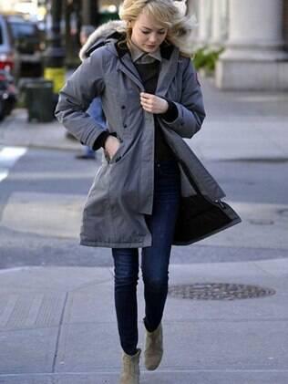 Emma Stone vestindo um casaco do estilo Parka