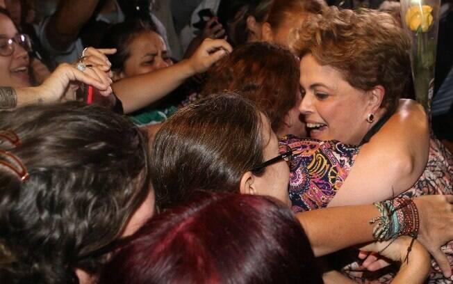 Presidente eleita Dilma Rousseff foi aconselhada a engrossar o tom contra o governo interino