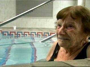 Nina Jackson, 103 anos, não abre mão de praticar esportes