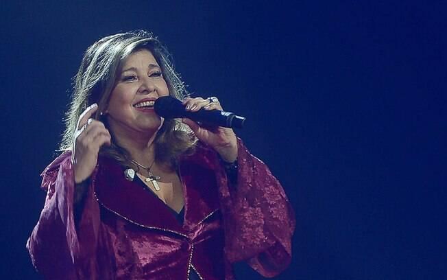 Após polêmica, Roberta Miranda pede desculpas a Paula Fernandes e seus fãs