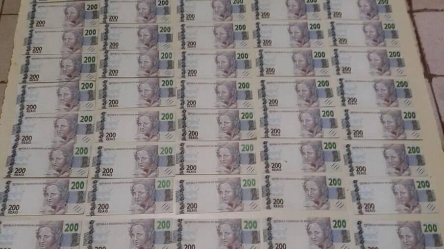 Homens foram presos com R$ 18 mil em notas falsas de R$ 200