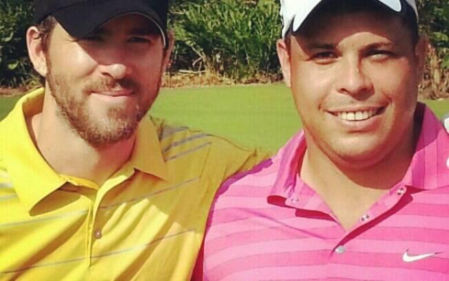 Ronaldo posta foto ao lado de Ryan Reynolds, durante partida de golfe na China