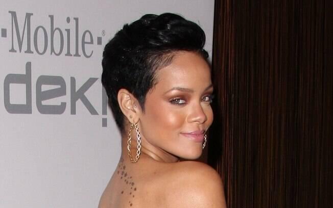 Rihanna usa o curto mais ousado, e sempre varia a cor, a forma e a textura