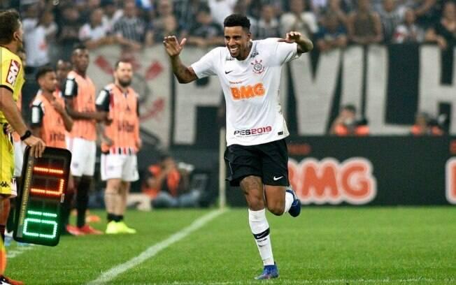 Mesmo com as ausências por lesão, Gustagol é artilheiro do Corinthians neste ano, tendo marcado oito gols em jogos oficiais