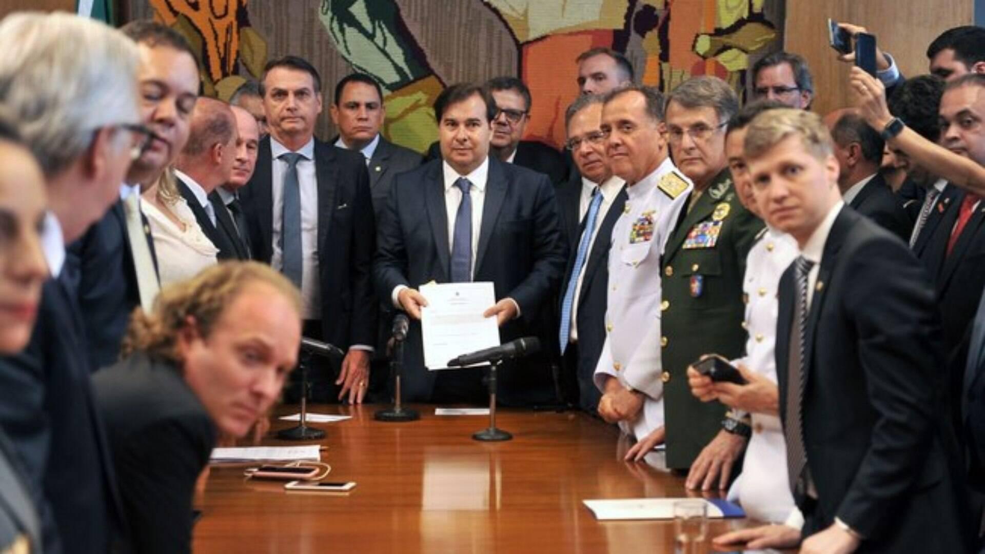 Centrão e Bolsonaro: Casamento é selado na troca de cargos; veja ...