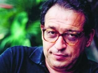 Escritor Ruy Castro participou da mesa em que manifesto doi lido no Rio de Janeiro