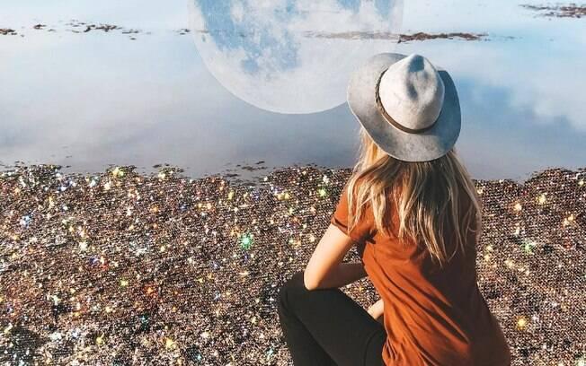 Isabela Mezzadri aprendeu sobre previsões dos signos com o pai, que também é astrólogo, e hoje tem 373 mil seguidores