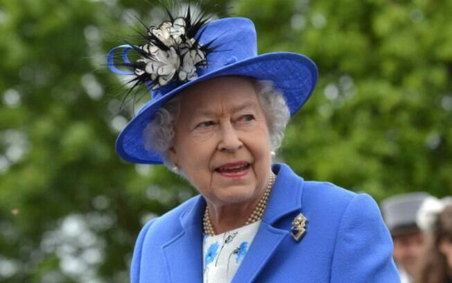 rainha da Inglaterra procura alguém para cuidar de sua imagem nas redes sociais