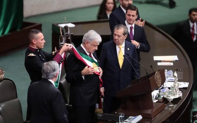 López Obrador tomou posse como presidente do México neste sábado e já conversa por médicos cubanos