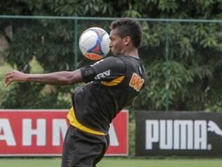 Jô destacou mudanças entre o futebol adotado por Cuca e o praticado por Paulo Autuori