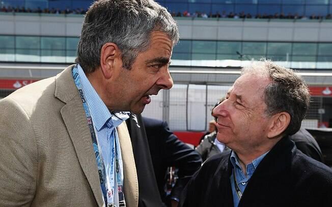 Rowan Atkinson e Jean Todt, atual presidente da FIA, no GP da Inglaterra (julho de 2012)