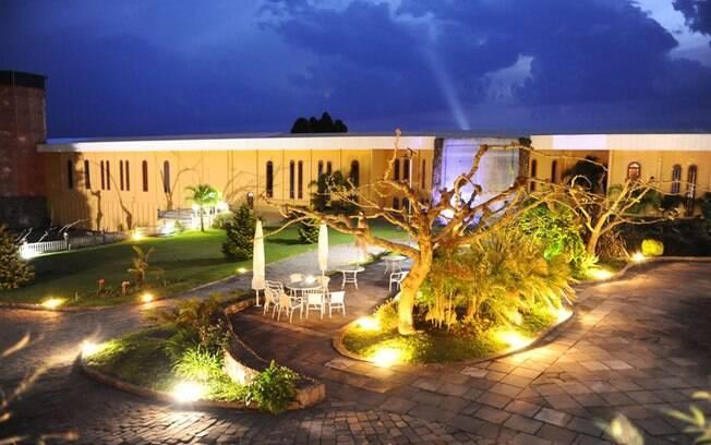 A Villa Valduga, em Bento Gonçalves, reúne cinco pousadas, dois restaurantes e as caves onde são realizados cursos sobre vinhos. Foto: Divulgação