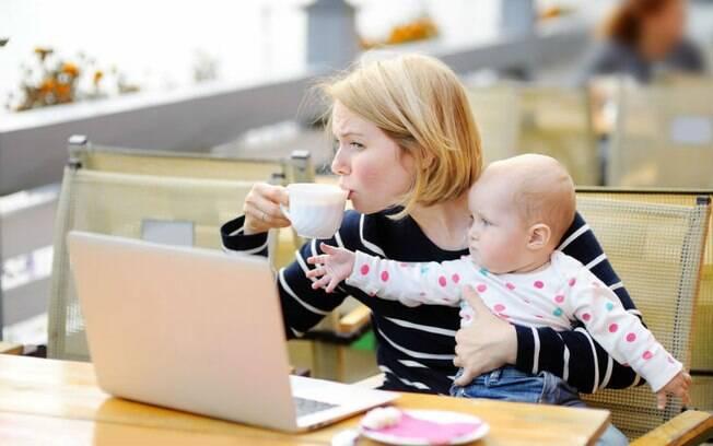 Segundo pais e mães, ter filhos pequenos é mais desafiador com as redes sociais, em que todos se comparam