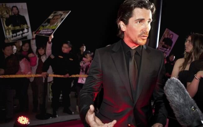 Christian Bale no tapete vermelho de