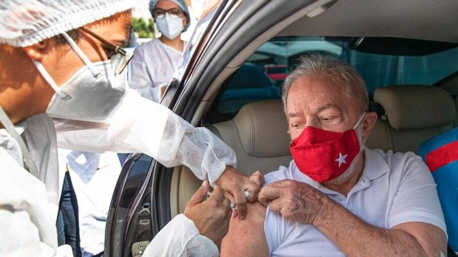 Ex-presidente Lula recebeu a primeira dose em São Bernardo do Campo, no ABC paulista