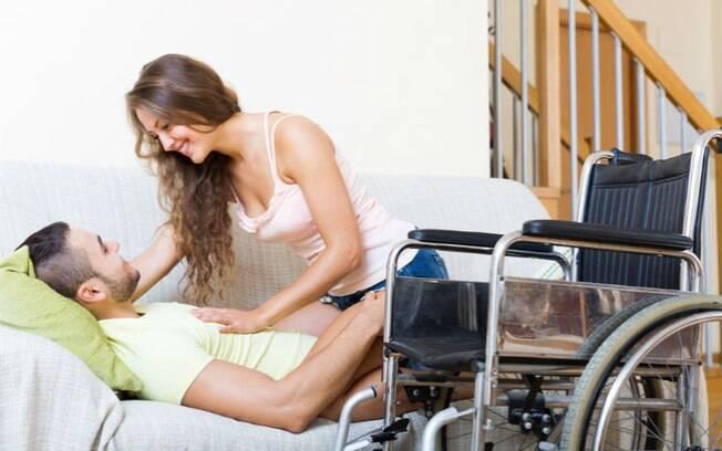 A mobilidade pode ser reduzida por vários motivos, inclusive sendo temporária; então veja dicas de sexo úteis para todos