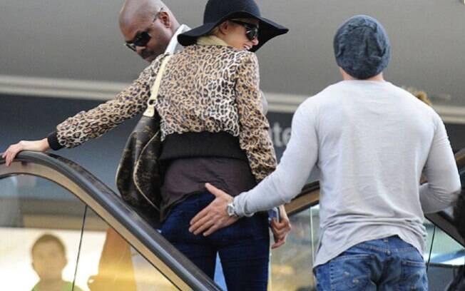 O ex-namorado de Paris Hilton, Cy Waits, também gostava de apalpar o bumbum da socialite