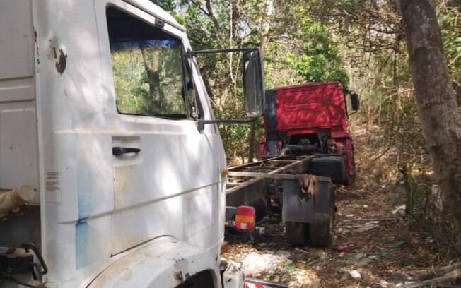 Ladrões fazem família refém e roubam três veículos em Monte Mor