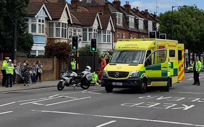 Comitiva do duque e a duquesa de Cambridge estava viajando de Londres para Windsor quando o acidente aconteceu