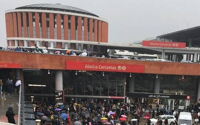 Ameaça de bomba fez duas estações serem evacuadas em Barcelona, na manhã desta quarta-feira; suspeita foi derrubada