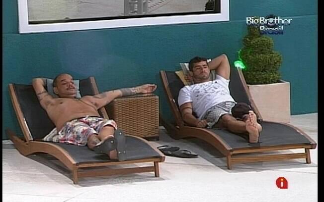 Yuri e João Carvalho especulam quem eles querem no Paredão