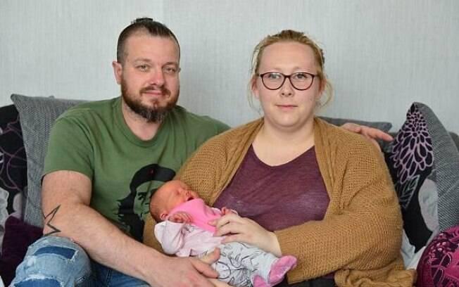 Cherise Gwilt, de 43 anos, estava grávida e teve que pagar uma taxa após sua bolsa estourar em um táxi na Inglaterra