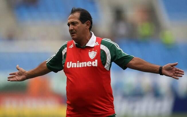 O técnico Muricy Ramalho lamenta os erros do  Fluminense no Engenhão