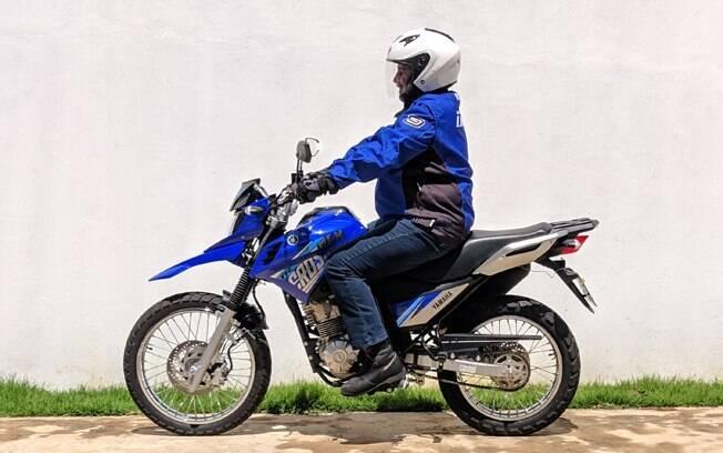 A Yamaha XTZ 150 Crosser Z (foto) tem para-lama dianteiro alto e a exclusiva cor Competition Blue