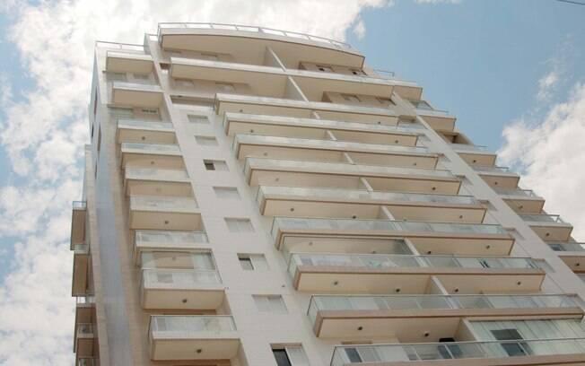 Fachada do Condomínio Solaris, no Guarujá (SP). MP-SP investiga se apartamento teve a reforma de R$ 700 mil paga pela construtora OAS e se seria de Lula e Marisa Letícia