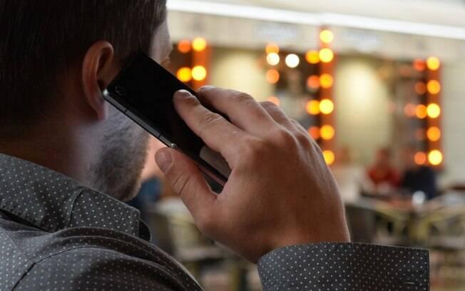 Debate sobre os riscos do celular para a saúde ainda não tem conclusões, mas uso tem