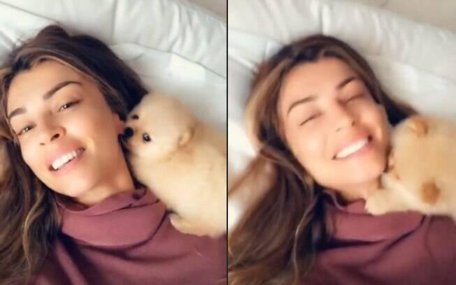 Grazi Massafera compartilha sequência de vídeos de 'lambeijos'