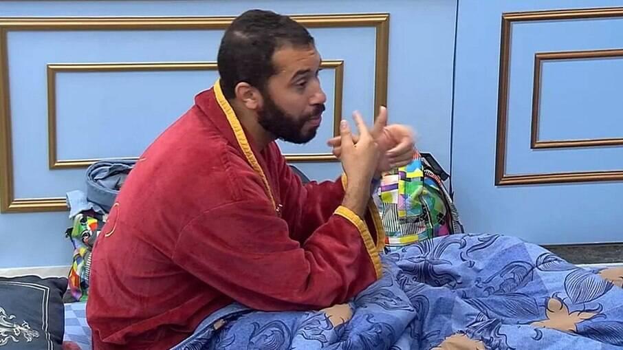 Gilberto diz a Sarah que vai indicar Rodolffo ao paredão