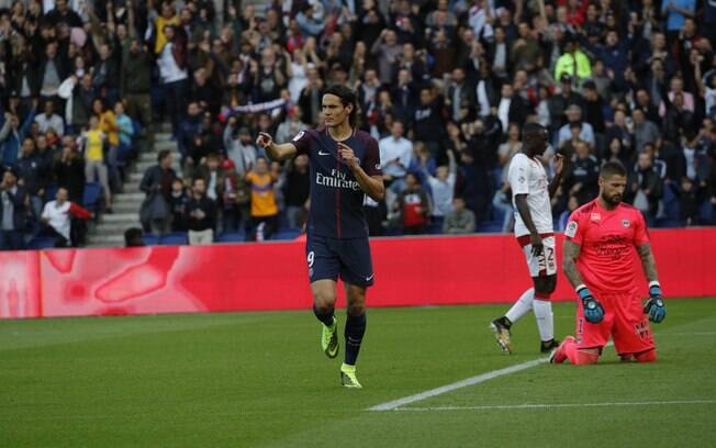 Cavani também marcou o seu na goleada do PSG sobre o Bourdeaux