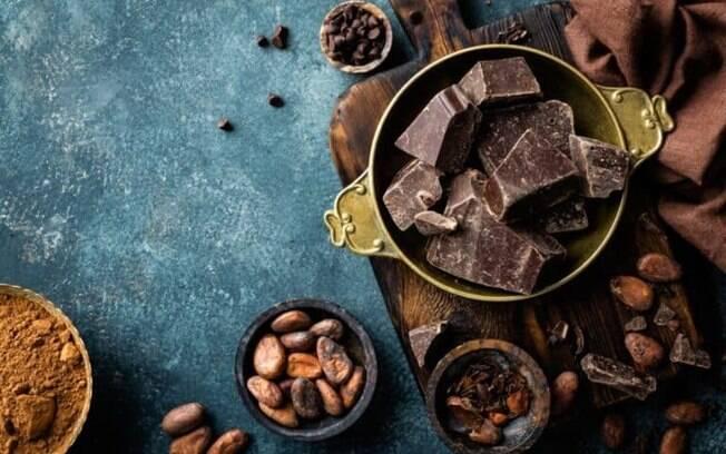 Saiba qual o melhor chocolate para fazer ovos de Páscoa caseiros