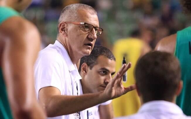 O treinador Aleksandar Petrovic convocou a seleção brasileira de basquete para o Mundial
