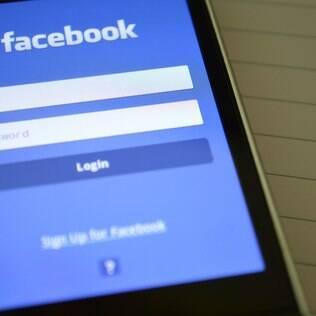 Facebook foi lançado em fevereiro de 2004 como uma rede social exclusiva para estudantes