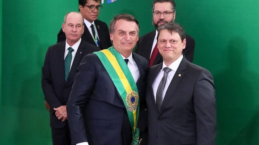 Bolsonaro sinaliza com candidatura de Tarcísio para governo de São Paulo