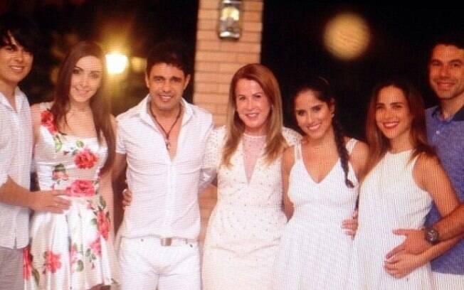 Zezé Di Camargo e Zilu reúnem filhos para festa de fim de ano