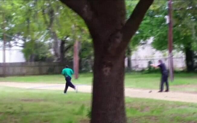 No ultimo sábado, um homem negro foi morto por um policial branco com oito tiros