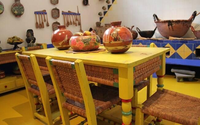 O colorido presente na casa onde Frida Kahlo viveu, transformado em museu