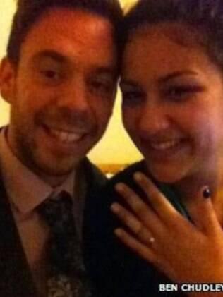 A namorada, Olivia Abdul, aceitou a proposta de casamento