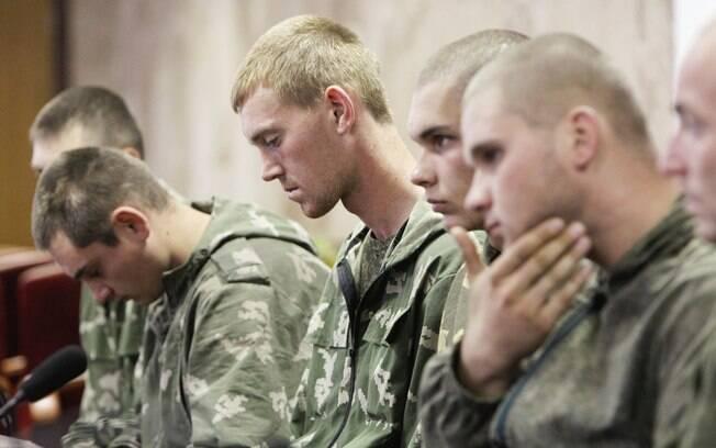 Mais soldados russos entram em cidade ucraniana, segundo militares ...